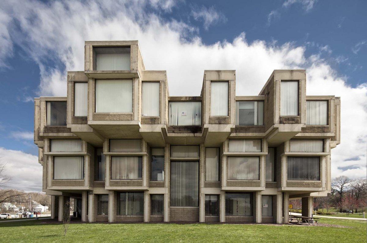 Concrete jungle the walkup for Architecture brutaliste